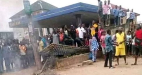 SUSPECTED BANK THIEVES SET ABLAZE IN ABIA STATE
