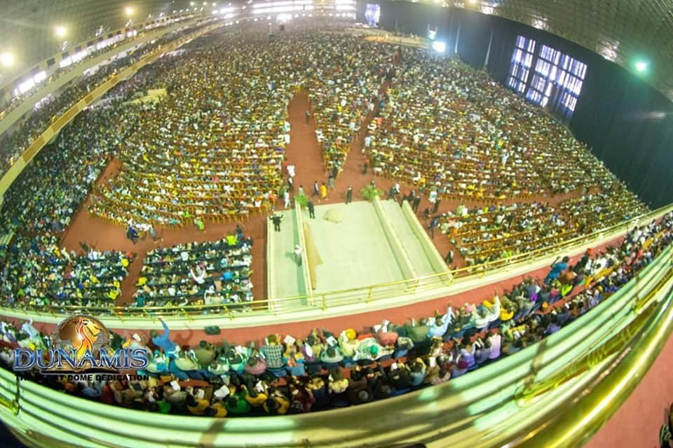 WORLD'S LARGEST CHURCH AUDITORIUM