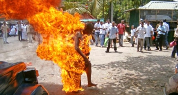 MOB BURNS VIO OFFICER TO DEATH
