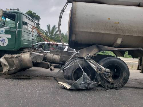 ONE PERSON DIES AS PETROL TANKER COLLIDES WITH BUS ON LAGOS-IBADAN EXPRESSWAY