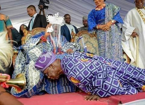 PHOTO OF THE DAY: OBASANJO PROSTRATES FOR 59-YEAR-OLD MONARCH