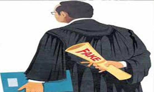 MAN WHO USES HIS WIFE'S GOWN TO IMPERSONATE LAWYERS BAGS THREE YEAR JAIL SENTENCE