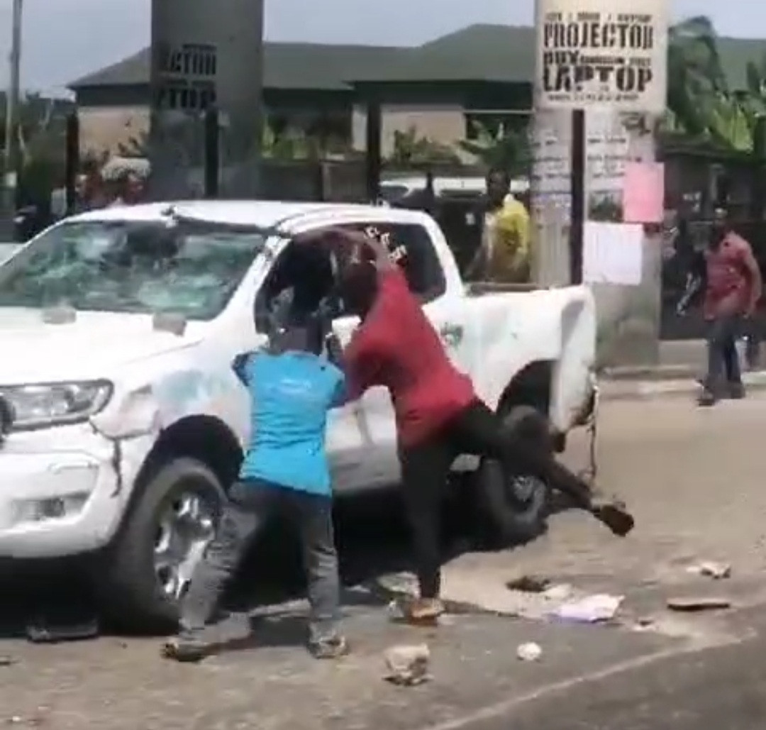 YOUTHS IN RIVERS DESTROY VEHICLE BELONGING TO THE STATE TASK FORCE AFTER IT ALLEGEDLY CAUSED AN ACCIDENT THAT CLAIMED A MAN'S LIFE