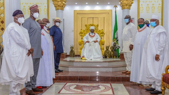 PHOTO NEWS: OBASEKI LEADS PDP GOVERNORS TO OBA EWUARE LL