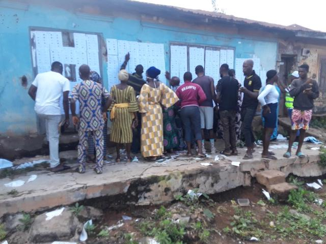 #ONDODECIDES2020: NO PHYSICAL DISTANCING, VOTERS QUEUE EARLY[PHOTOS]