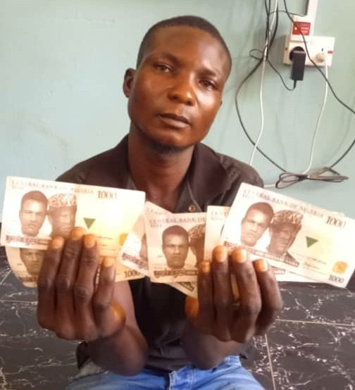MAN ARRESTED FOR POSSESSION AND CIRCULATION OF FAKE NAIRA NOTES IN ADAMAWA STATE