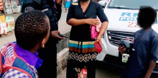 LAGOS POLICE CHASE AFTER WOMAN TO RETURN HER PURSE CONTAINING N115,000 AFTER IT FELL OFF WITHOUT HER KNOWLEDGE