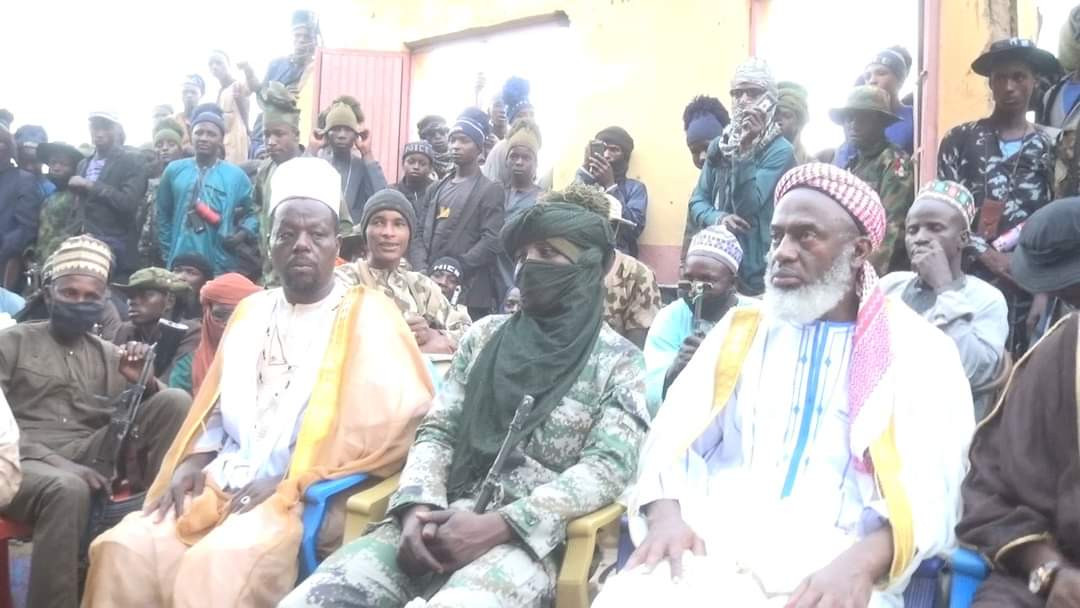 ISLAMIC CLERIC, SHEIKH GUMI, MEETS WITH OVER 500 BANDITS IN ZAMFARA, APPEALS TO THEM TO REPENT (PHOTOS)