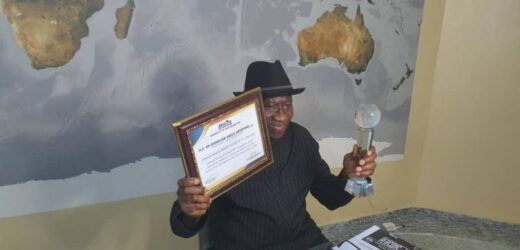 PHOTO NEWS: JONATHAN RECEIVES AWARD AS AFRICAN LEADERSHIP PERSON OF THE YEAR