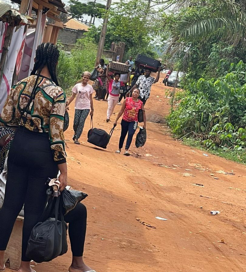 RESIDENTS AND STUDENTS FLEE ANAMBRA COMMUNITY AFTER UNKNOWN ARMED MEN ATTACKED RESIDENTS, KILLING 9 AND INJURING OTHERS (PHOTOS)