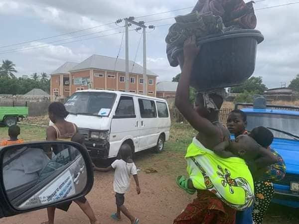 PHOTOS OF IDPS FLEEING AFTER SUSPECTED HERDSMEN ATTACKED CAMP IN BENUE AND KILLED 10. PHOTOS