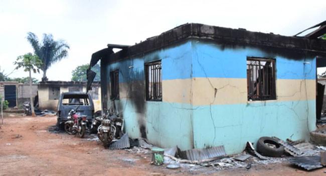 FOUR POLICE OFFICERS KILLED AS GUNMEN BURN DOWN IWOLLO POLICE DIVISION IN ENUGU. PHOTOS