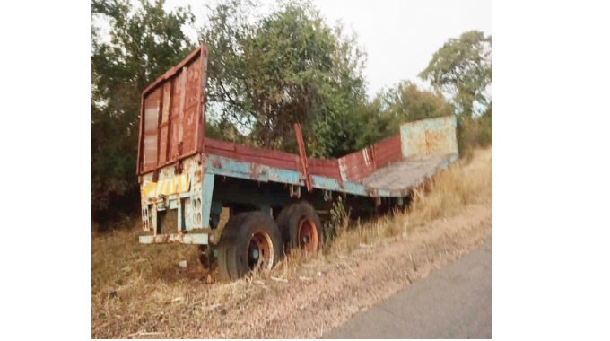 ABANDONED TRAILER FOUND INTACT AFTER 11 YEARS; VILLAGERS CLAIM AN INVISIBLE HAND SLAPS THOSE THAT TRY TO STEAL ITS PARTS (PHOTOS)