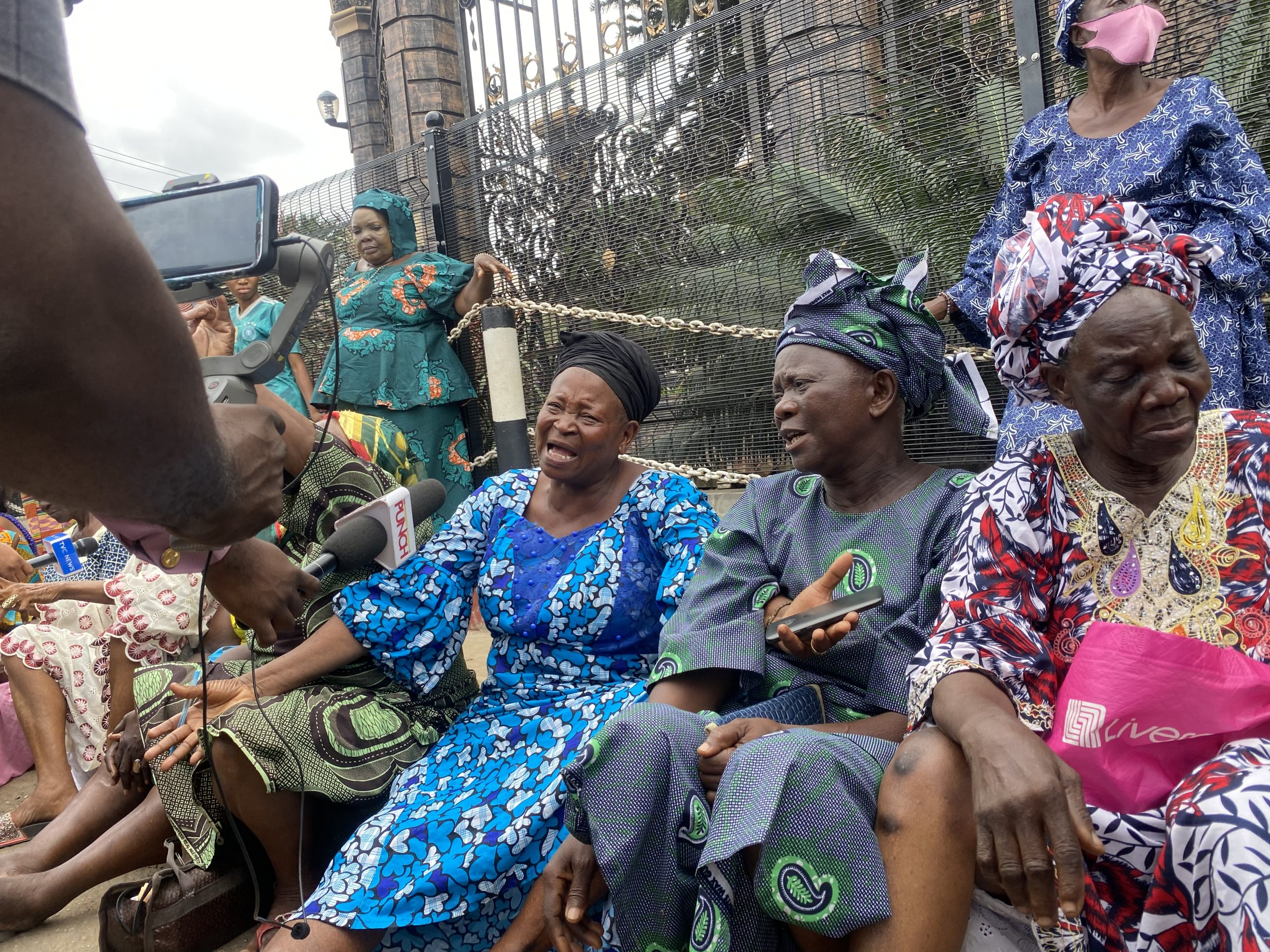 TB JOSHUA: OUR HELPER IS GONE, SYNAGOGUE MEMBERS, RESIDENTS MOURN. PHOTOS