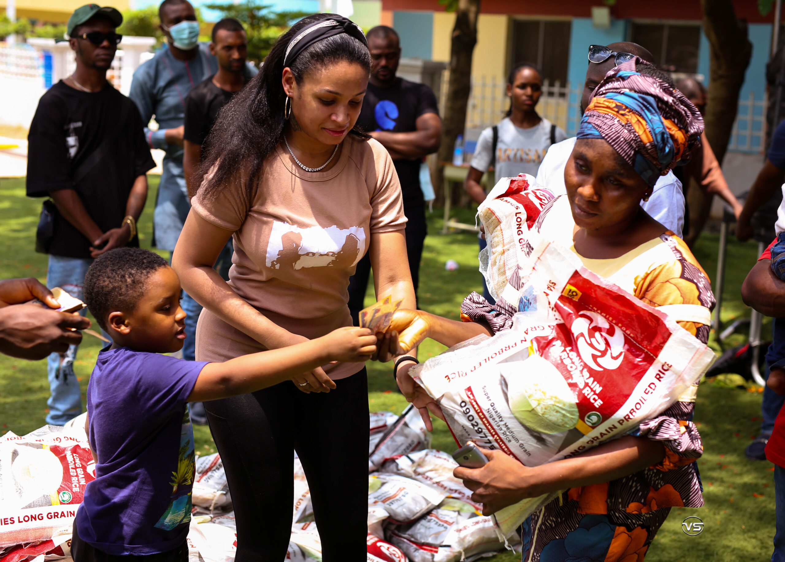SHAMIES FOUNDATION DONATES FOOD ITEMS AND CASH GIFTS TO 150 WIDOWS IN ABUJA TO MARK DEMOCRACY DAY (PHOTOS)