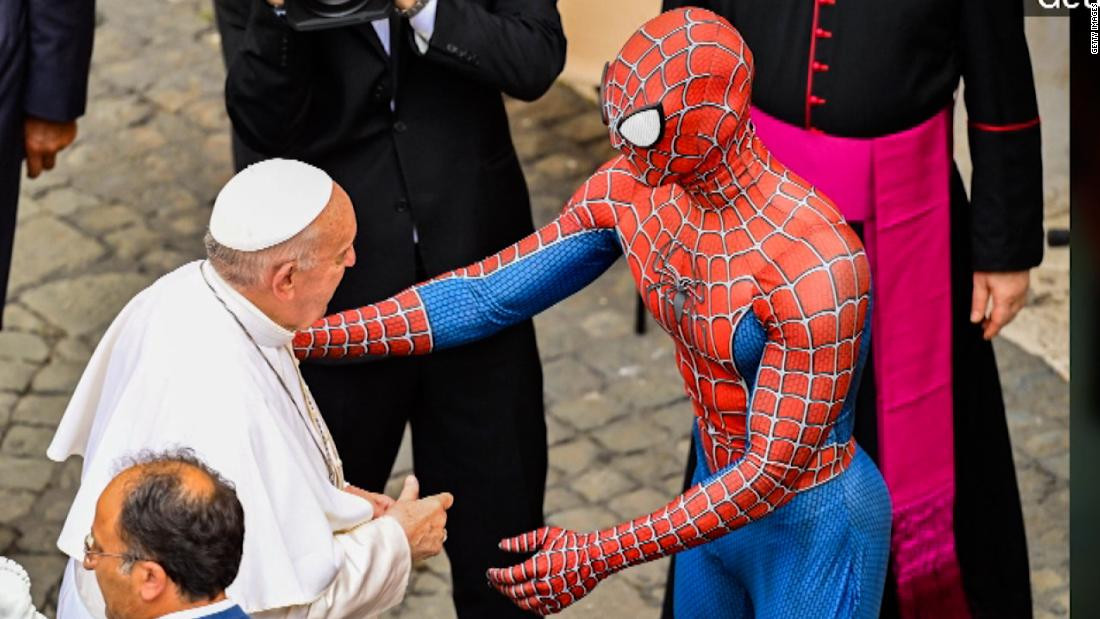"""POPE FRANCIS MEETS """"SPIDER-MAN"""" AT WEEKLY AUDIENCE IN VATICAN (PHOTOS)"""