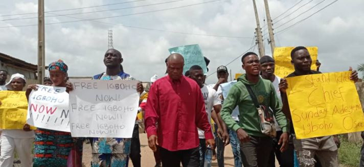 YOUTHS STAGE PROTEST IN IBADAN TO DEMAND SUNDAY IGBOHO'S RELEASE (PHOTOS)